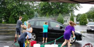 Youth cleaning cars at the car wash fundraiser 2017